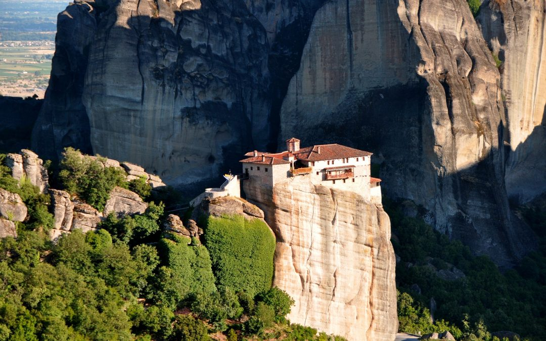Meteora Monasteries – Organized Tours or Self-Guided Visits?