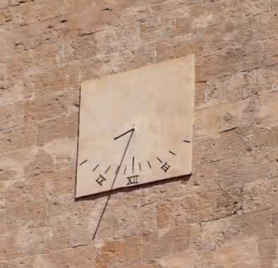 aegina town solar clock