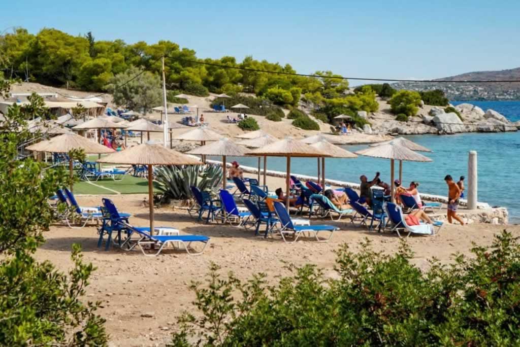 moni island beach