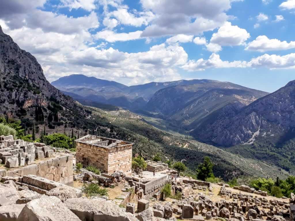 delphi treasury mountains