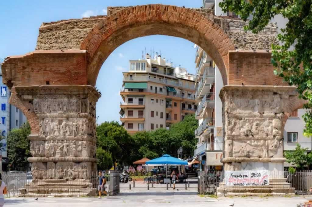 thessaloniki brick gate