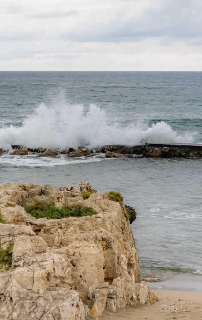 rethymno big wave rock
