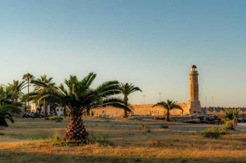 rethymno center palm trees-lighthouse