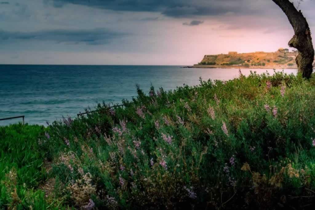 rethymno fortress sea