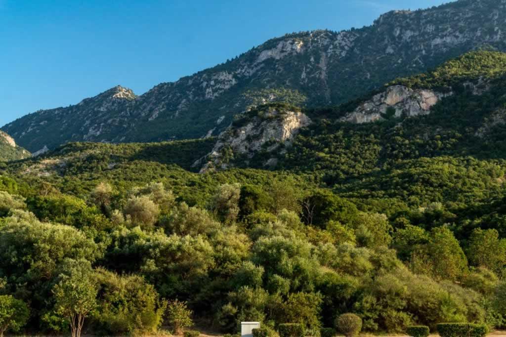 thermopylae pass actual landscape