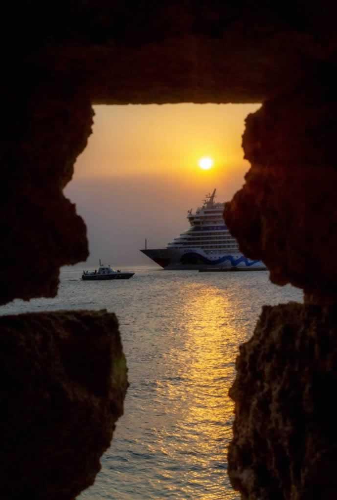 rhodes mandraki sunrise ships